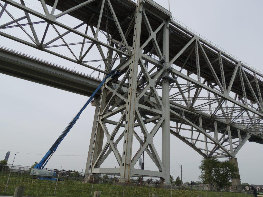 File:Bluewater Bridge (34190721134).jpg