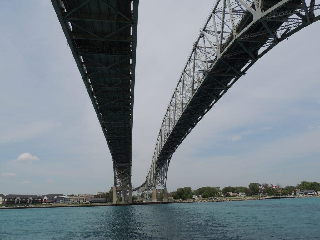 File:Bluewater Bridge (34223196543).jpg