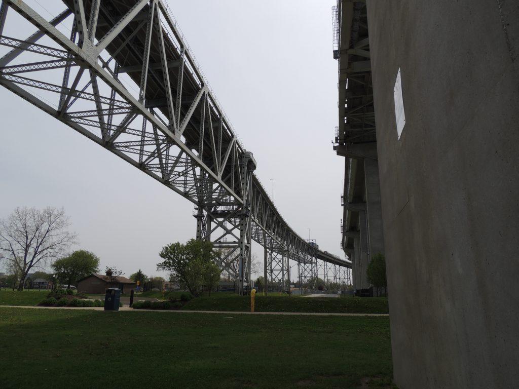 File:Bluewater Bridge (34646091450).jpg
