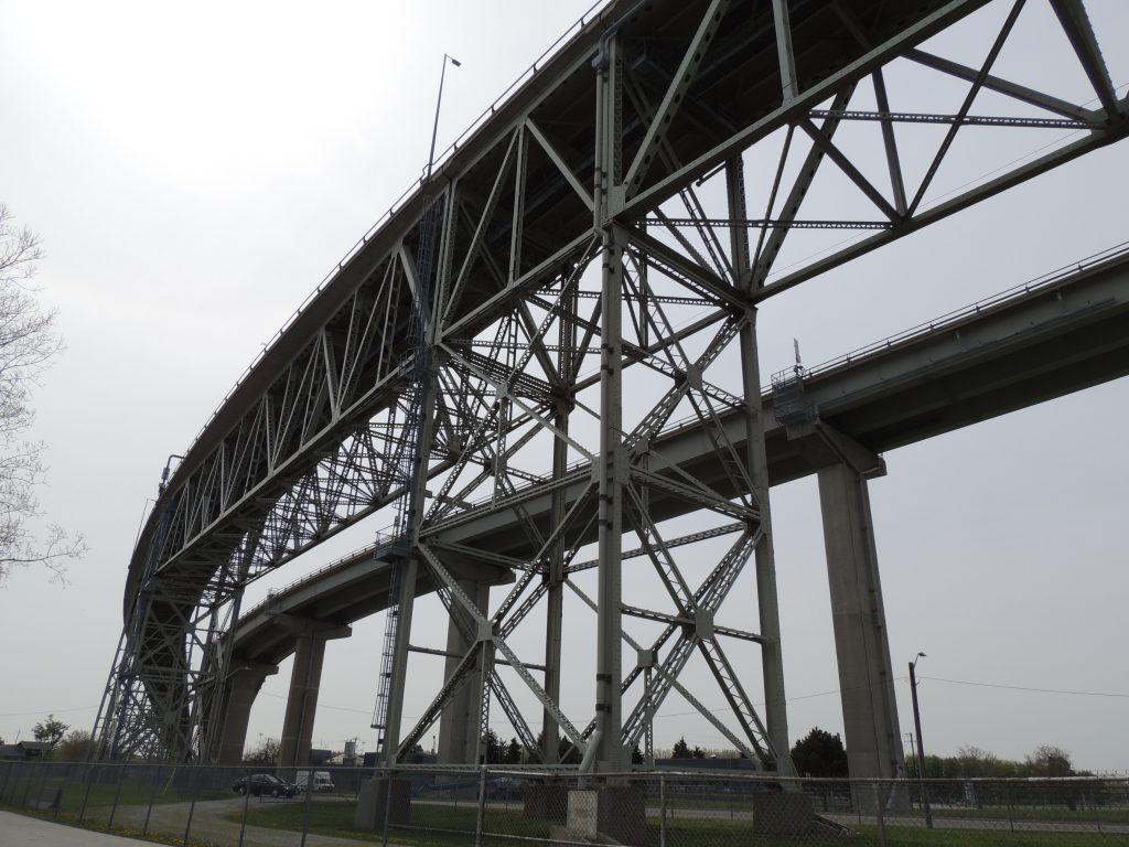 File:Bluewater Bridge (34870335682).jpg