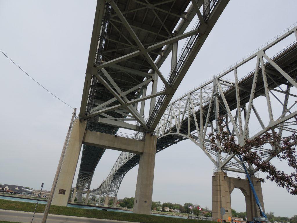 File:Bluewater Bridge (35033883285).jpg