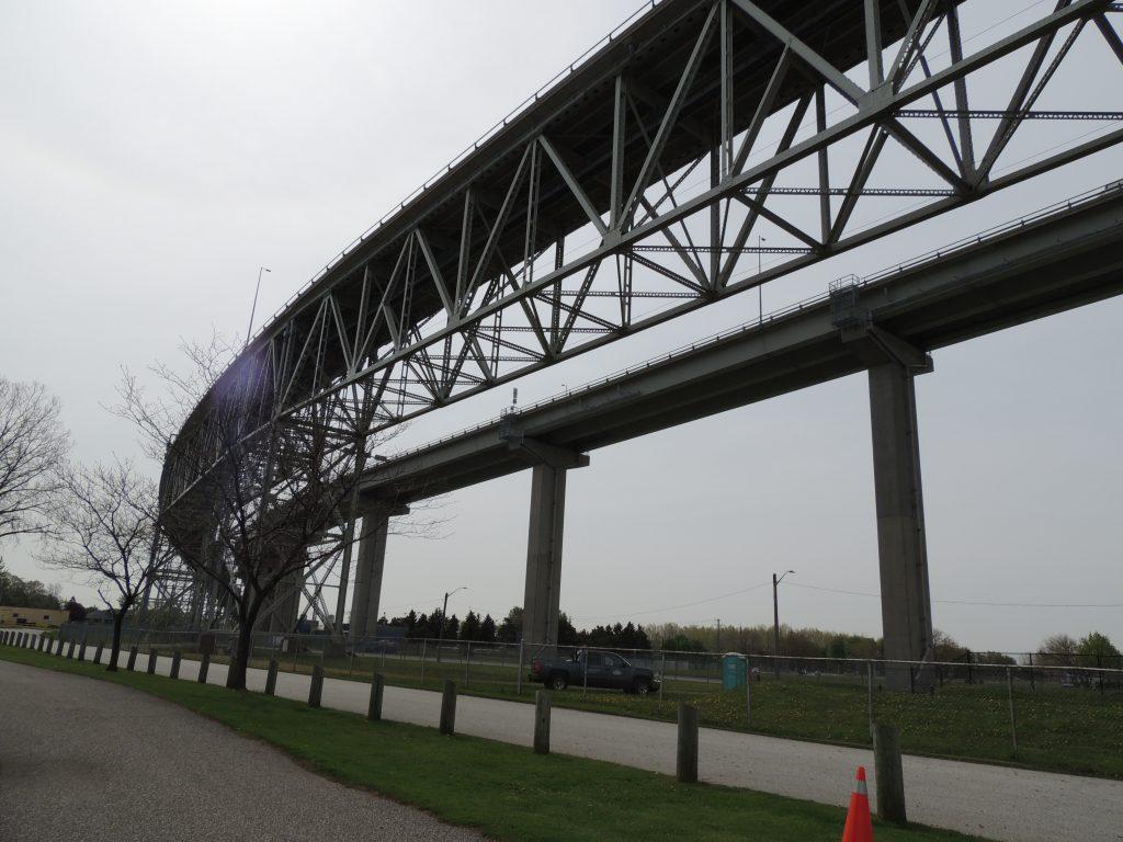File:Bluewater Bridge (35034603455).jpg
